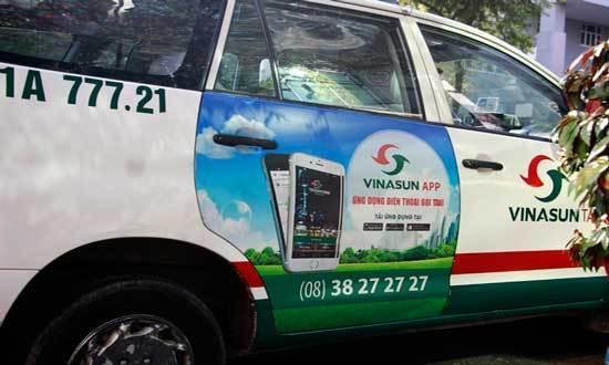 Quảng cáo 2 bên cửa xe taxi