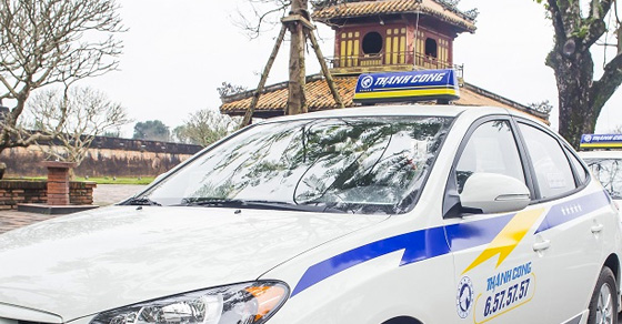 Báo giá quảng cáo trên taxi Thành Công